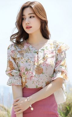 Plus Size Random Floral Print Ruffle Trim Blouse - Mixed Shop Sleeves Designs For Dresses, Fancy Blouse Designs, Classy Work Outfits, Pretty Outfits, Fashion Vestidos, Fashion Dresses, Myanmar Dress Design, Iranian Women Fashion, Fancy Tops
