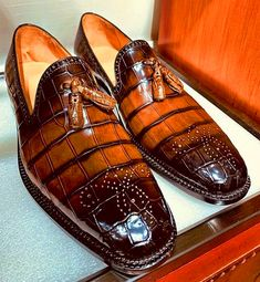 Handcrafted genuine alligator leather tassel semi-formal loafer for men. It's a semi-formal shoe that you can wear in indoor and outdoor occasions. Semi Formal Shoes, Formal Loafers, Mens Fashion Casual Shoes, Slip On Dress Shoes, Tassel Loafers, Sneaker Boots, Leather Tassel, Men's Shoes, Shoes Men