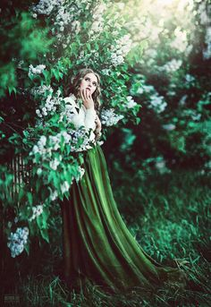 Gorgeous in Green and White ❁ Untitled by Светлана Беляева on Portrait Photography, Fashion Photography, Ethereal Photography, Wow Art, Belle Photo, Shades Of Green, Beautiful Images, Bunt, Pretty