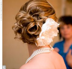 Love this hairstyle. Would love to have this for the special day :)