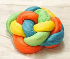 Video tutorial and step by step instructions with pictures on how to make a woven round challah for Rosh Hashana. The colored dough makes it easy to see each step!