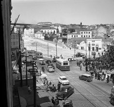 Alcântara (construção acessos à Ponte sobre o Tejo) - 1965 Old Pictures, Old Photos, Vintage Photos, History Of Portugal, Visit Portugal, Old City, Capital City, Back In The Day, The Neighbourhood