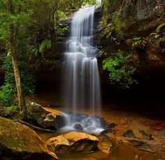 What a stunning waterfall in the blue mountains australia