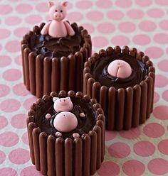 #InLove por esses #bolos do IG @antesdafesta que lembram a #PeppaPig by @cake_story.ru #QueridaData #BeijoTriplo