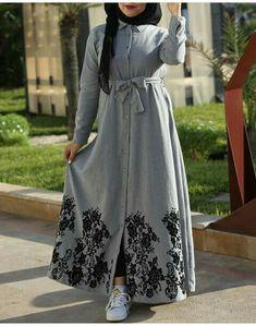 Pakistani Fashion Casual, Modern Hijab Fashion, Abaya Fashion, Fashion Dresses, Muslim Women Fashion, Islamic Fashion, Mode Abaya, Mode Hijab, Estilo Abaya