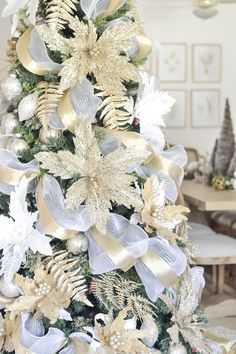 Christmas tree in white and gold