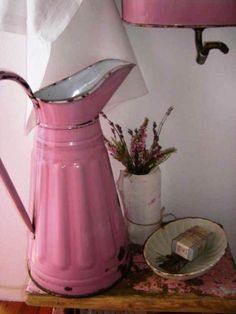 Shabby Chic Pink Paint Styles and Decors to Apply in Your Home – Shabby Chic Home Interiors Look Vintage, Vintage Shabby Chic, Vintage Pink, Pink Love, Pretty In Pink, Perfect Pink, Hot Pink, Deco Rose, Vintage Enamelware