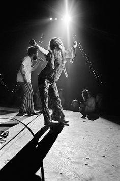 Janis Joplin performing at Woodstock Festival, 1969. Photo by Elliott Landy. (Her bare feet made me repost this :))
