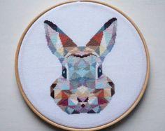 Cute Geometric Raccoon Modern Cross Stitch por VelvetPonyDesign