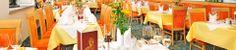 Gemütlicher Speisesaal im Superior Hotel Römerhof in Obertauern Restaurants, Candles, Table Decorations, Furniture, Home Decor, Gourmet, Diner Menu, Decoration Home, Room Decor