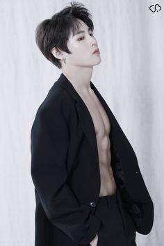 You forgot to wear your shirt 😂 Body Transformation Men, Jungkook Abs, Woo Young, Cha Eun Woo, Kim Jaehwan, Ha Sungwoon, Sanha, Kpop, Celebrities