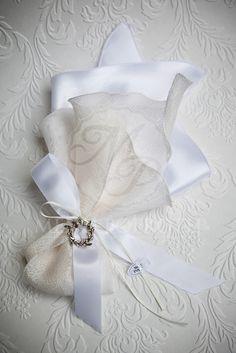 Satin and taffeta fabric wedding favor Wedding Favors, Wedding Decorations, Wedding Ideas, Bohemian Baby, Baptism Favors, Wedding Fabric, Cotton Bag, Christening, Diy And Crafts