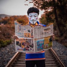 Set hidden face mask dp on fb and whatsapp HD pics Joker Iphone Wallpaper, Joker Wallpapers, Cute Boys Images, Boy Images, Dslr Background Images, Studio Background Images, Boy Photography Poses, Creative Photography, Hacker Wallpaper