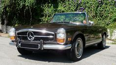 John Travolta's stolen Mercedes 280 SL chopped by evildoers Mercedes 230, Classic Mercedes, Retro Cars, Vintage Cars, Antique Cars, Daimler Benz, Old Classic Cars, Car Colors, John Travolta
