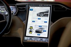 TESLA S DASHBOARD! LOOK AT THAT HUGE TOUCHSCREEN!