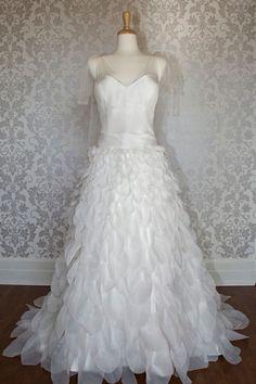 Princess V-neck fashion wedding dress