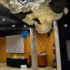 La escultura de origami que hicimos en la E.T.S.A.M. voló hasta Cosmocaixa.