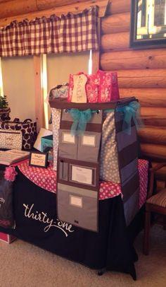 Display for hang up organizer www.mythirtyone.com/opolski