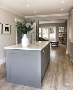 These colours and marble worktop Open Plan Kitchen Dining Living, Barn Kitchen, Kitchen Family Rooms, Living Room Kitchen, Kitchen Layout, New Kitchen, Kitchen Decor, Kitchen Design, Howdens Kitchens