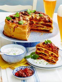 Diese herzhafte Herrentorte verführt mit köstlichem Kalbsfleisch! #lecker #herzhaftekuchen Puffer, Snacks Für Party, Rind, Quiche, French Toast, Sandwiches, Pizza, Breakfast, Savoury Pies