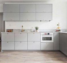 Golv meubles hauts de cuisine One Wall Kitchen, Kitchen Corner, New Kitchen, Kitchen Dining, Kitchen Cabinets, Studio Apartment Decorating, Cuisines Design, Apartment Kitchen, Kitchen Styling