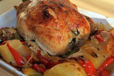 La ricetta della domenica: il pollo con peperoni. Un piatto completo che preparato con la Slow Cooker diventa più sano e più tenero