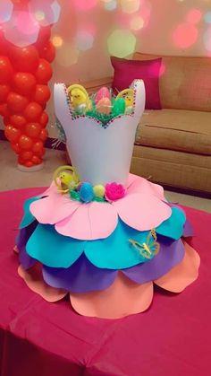 Giant Paper Flowers, Diy Flowers, Fabric Flowers, Diy Paper, Paper Crafts, Paper Art, Crafts To Make And Sell, Diy And Crafts, Paper Flower Centerpieces