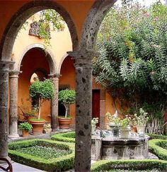 san miguel de allende spanish girl personals Daytrips outside san miguel de allende: 1 guanajuato: surrounded by the sierra de guanajuato mountains, and based in a beautiful valley, guanajuato was known for its silver mines dating back to 1548.