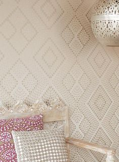A complete guide to wallpaper - Textured wallpapers - Luxury wallpaper - Feature wall ideas - Wallpaper ideas - Patterned wallpaper Luxury Wallpaper, Contemporary Wallpaper, Wallpaper Decor, Wallpaper Samples, Textured Wallpaper, Pattern Wallpaper, Wallpaper Ideas, Bohemian Wallpaper, Beige Wallpaper