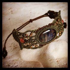 "48 Likes, 3 Comments - Macrame Jewelry MANO (@macrame_jewelry_mano) on Instagram: ""今日のマクラメ。 ラブラドライトのマクラメブレスレット。 #macrame #マクラメ #ラブラドライト #ブレスレット"""