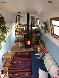 Creative & Cozy Caravan/RV/Boat Interior Design Ideas - napier news Tiny Living, Living Spaces, Canal Boat Interior, Narrowboat Interiors, House Boat Interiors, Houseboat Living, Floating House, Tiny House Movement, Tiny Spaces