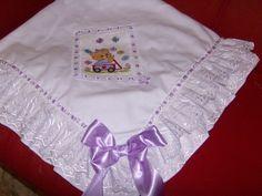 Manta de Piquet bordada em ponto de cruz - Atelie Biba Baby Enxovais