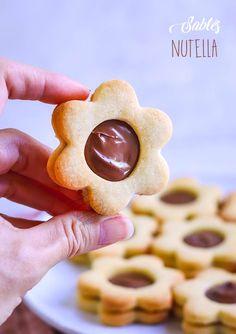 recette sablés nutella Sweet Desserts, No Bake Desserts, Dessert Recipes, Biscuit Nutella, Biscotti, Doughnut, Chocolate, Good Food, Baking