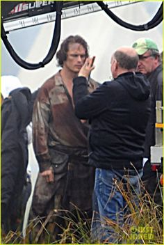 filming Battle at Culloden  sam-heughan-is-all-bloody-on-outlander-season-2-set-02