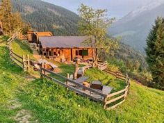 Chalet Design, Cabin, House Styles, Home, Decor, Sun Rays, Decoration, Cabins, Ad Home
