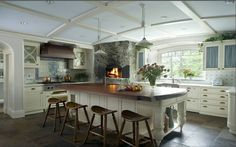 WHITE KITCHENS - THE BRIGHTEST OF WHITES TURNS CLASSIC COOKING SPACES INTO MODERN DELIGHTS!