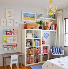 étagères Ikea Kallax en blanc dans la chambre enfant