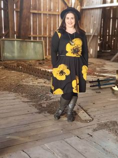 The Emily is the dress of my dreams. Why? It's a long-sleeve tunic dress. I need all of the long sleeves as we head into the winter months here in Wisconsin. | LuLaRoe Emily Review