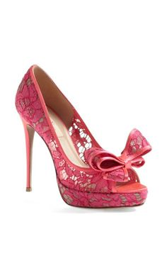 Pink lace pump. Classic Valentino bow. Perfection.