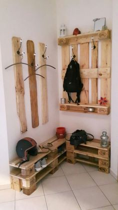 super 22 Affordable hallway ideas with pallets - Ellise M. - super 22 Affordable floor decor ideas with pallets – - Diy Pallet Furniture, Diy Pallet Projects, Pallet Ideas, Wood Projects, Furniture Ideas, Furniture Stores, Ideas Palets, Balcony Furniture, Furniture Buyers