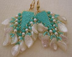 Etsy の Seed Bead Long Fringe Earrings Dark Teal by pattimacs