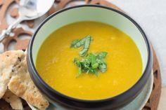 Een heerlijk recept voor wortel gembersoep, ook geschikt voor vegans. Ideaal voor dit gure weer en de porties die je over hebt, vries je gewoon in.