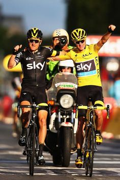 Chris Froome celebrates his Tour de France victory with Geraint Thomas (Getty Images Sport)