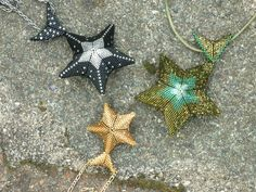 Star pendants, design by Jean Power. (Image gallery - Jal's Beads.)