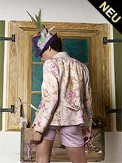 Blazer von Dirndl Couture Astrid Soell in creme, rose und pink von hinten
