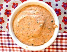 Crème poivrons ricotta  –         110g de poivrons rouges grillés (250g crus) –         110g de ricotta –         Du basilic –         1 tranche de pain de mie –         Sel, poivre
