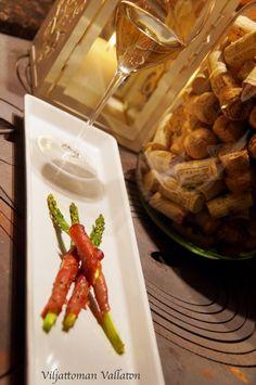 Viljattoman Vallaton: Viinipäiväntasaus; olutpaistia, savustettuja katkarapuja ja parsaa