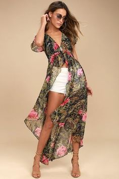Turn the sidewalk into your runway with the Urban Garden Green Floral Print Maxi Top! Chiffon, with a floral print, shapes a V-neckline and bodice. Mode Outfits, Short Outfits, Summer Outfits, Summer Dresses, Beach Maxi Dresses, Urban Fashion, Trendy Fashion, Womens Fashion, Fashion Trends
