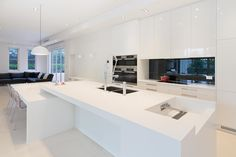 Image from http://www.caesarstone.com.au/Portals/0/Images/News/Announcements/Degabriele%20Kitchens.jpg.