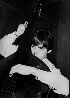 Paul McCartney (Slightly different than your bass, isn't it, Paul? Sir Paul, John Paul, Great Bands, Cool Bands, My Love Paul Mccartney, Paul Mccartney Young, Guitar Guy, Guitar Tabs, Liverpool